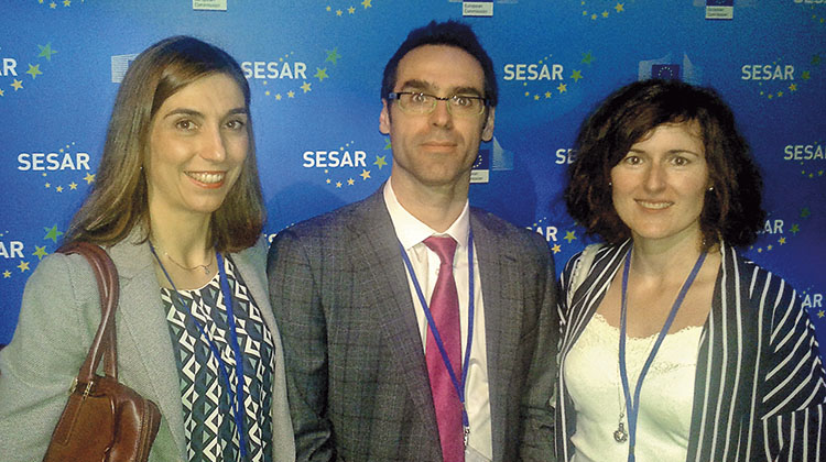 PRESENTATION OF PROJECTS. Form left to right: aeronautical engineers Ester Martín, José Manuel Rísquez and Laura Serrano, who attended the SESAR Showcase event on behalf on Ineco and representing ENAIRE. The event was held in Amsterdam on 30 June and featured presentations on the 63 solutions developed.